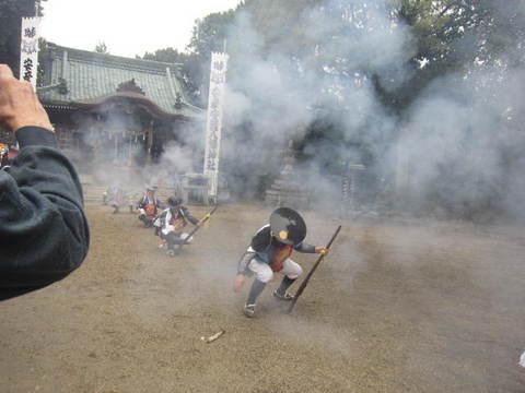 八幡神社・煙火2.JPG