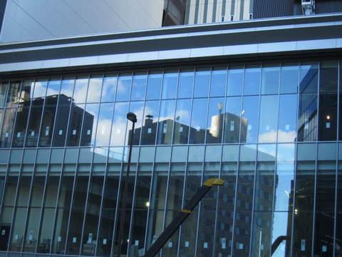 名駅ビルに写る景色.JPG
