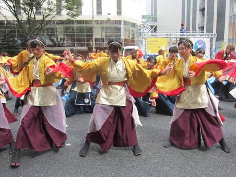 栄・踊り変身1.JPG