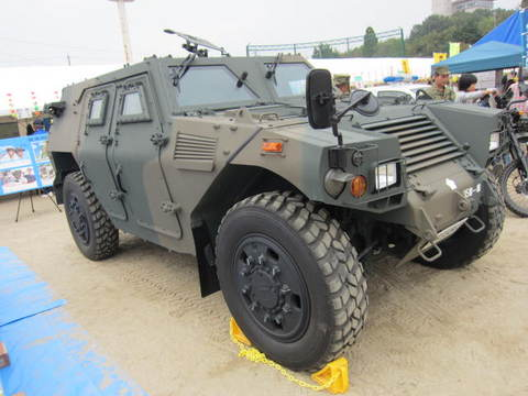 自衛隊・軽装甲車.JPG
