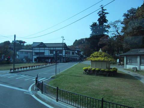 1・中尊寺菊の社.JPG