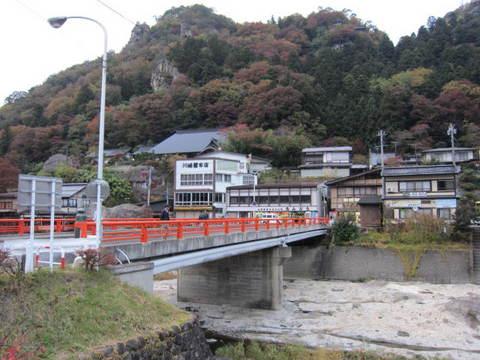 1・山寺赤い橋1.JPG