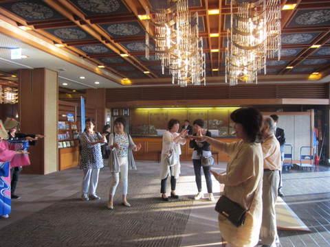 1・金太郎ホテル踊り3.JPG