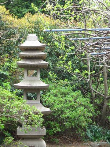 2・つくばボタン園石塔.JPG