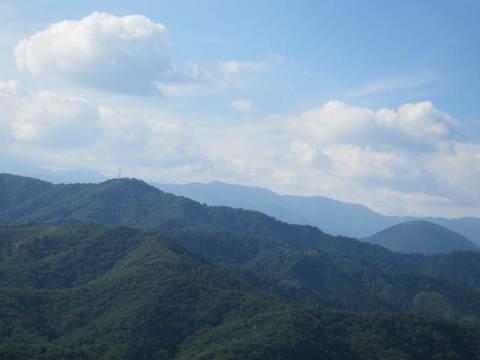 2・ひるがのコキアの丘山並3.JPG