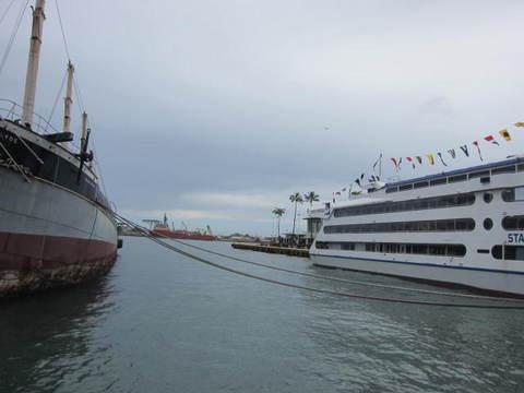 2・スターオフホノルルと歩船.JPG