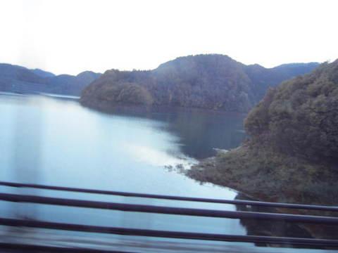 2・湯瀬に暮れ行く湖.JPG