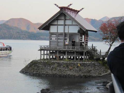 2・田沢湖・社.JPG