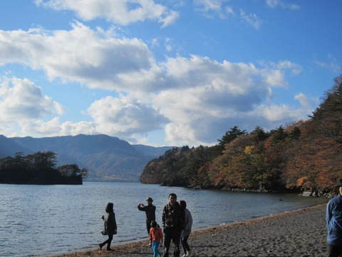 3・十和田湖と雲.JPG