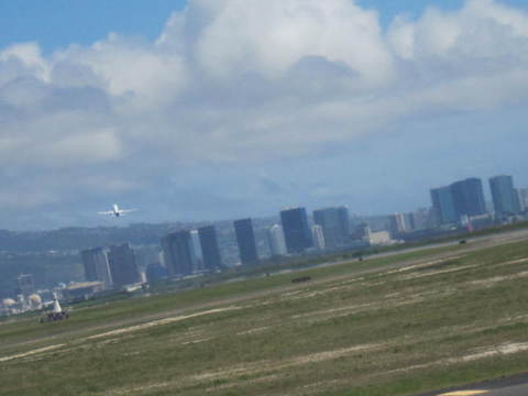 4・ホノルル空港離陸機1.JPG