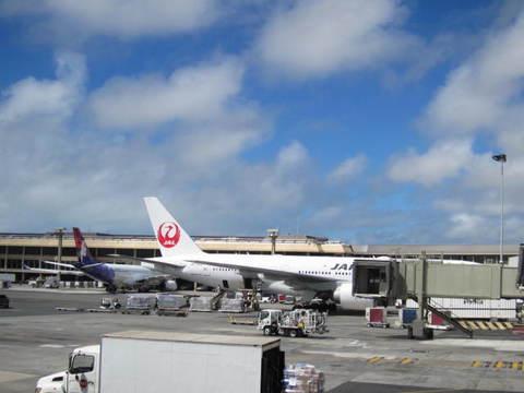 4・ホノルル空港駐機.JPG