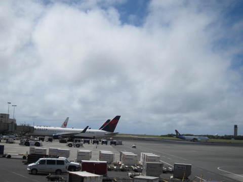 4・ホノルル空港駐機1.JPG