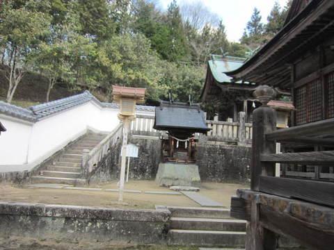 2の4和気神社拝殿奥左.JPG