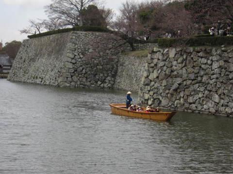 2の6姫路城堀舟.JPG