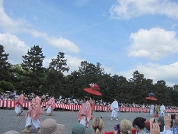3・祭り9花傘紅花.JPG