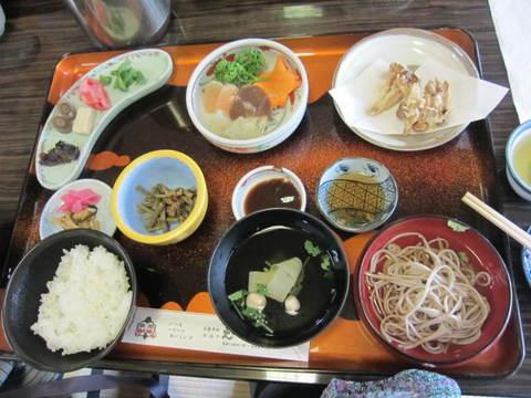 3・谷汲昼食.JPG